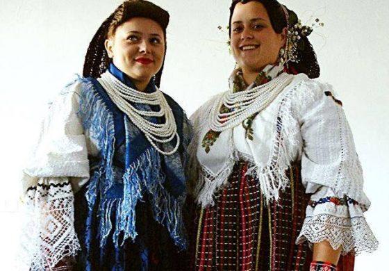 KUD SARVAŠ: Pletenje tradicijskih frizura
