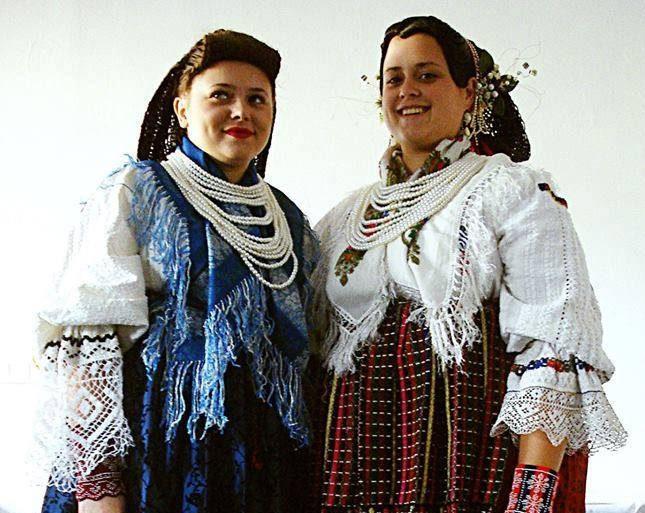 Photo of KUD SARVAŠ: Pletenje tradicijskih frizura