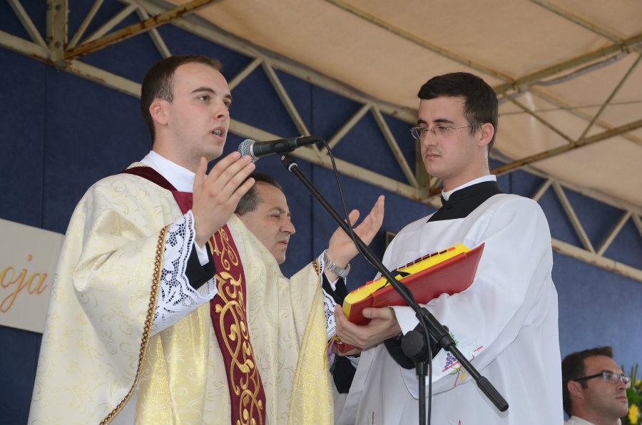 Photo of Obraćanje novog župnika Župe Rođenja sv.Ivana Krstitelja Sarvaš – MARIO BRKIĆ