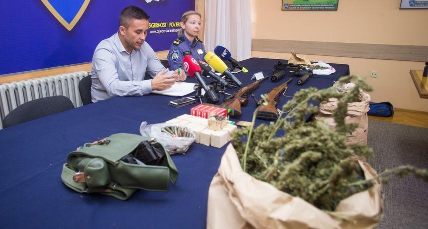 Photo of U Sarvašu uhićena dvojica osumnjičenika s 15 kilograma marihuane i oružjem